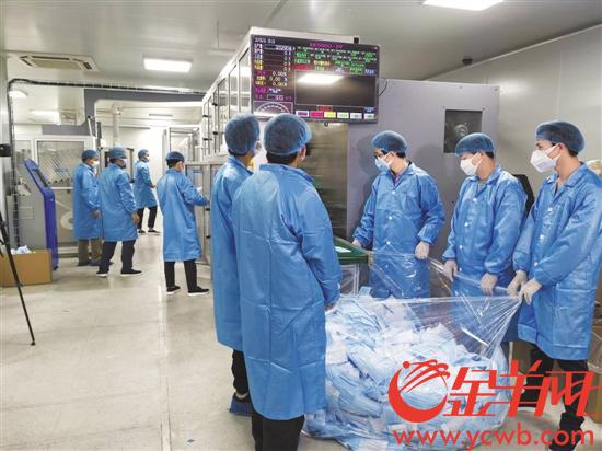 超高速自动化生产线一分钟能产出1000片口罩