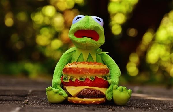 """麦当劳推跨界新品""""汉堡味蜡烛"""":用户疯抢完"""