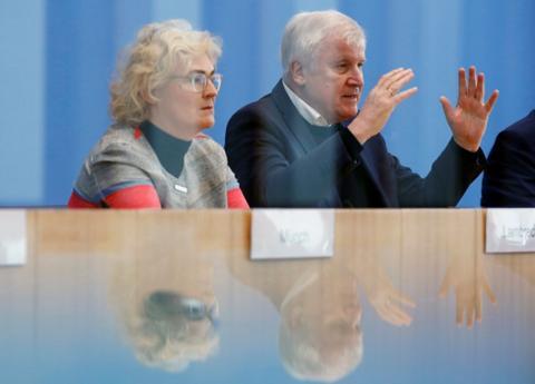 德国高官:哈瑙枪击案是出于种族动机的恐怖袭击