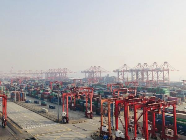 洋山港今迎春节后首波船舶靠港高峰 已具备应对正常作业量的生产运营能力