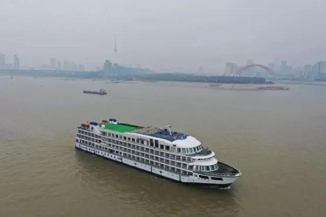 武汉紧急征用7艘游轮图片