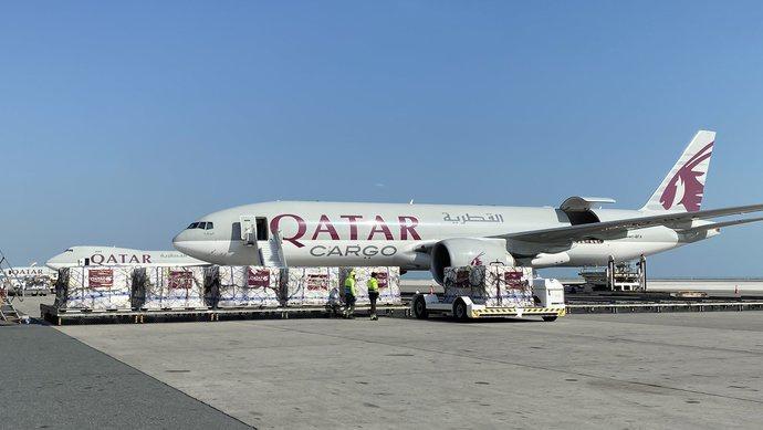 """免费!这家中东航空公司用""""绿色通道""""为中国使馆运送防疫物资图片"""