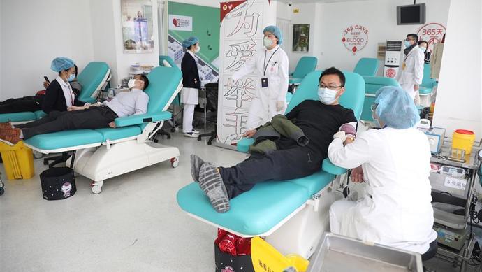 """上海用血紧缺,团市委全员上阵献血,为血液开""""源""""图片"""