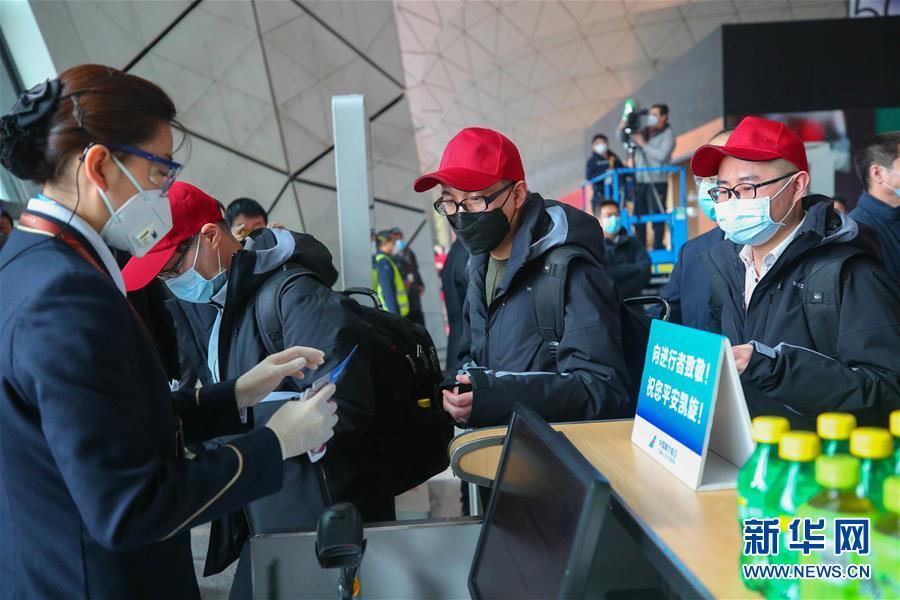 辽宁支援湖北第十一批医疗队启程