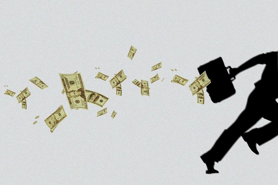 村镇银行行长一查不得了:年薪65