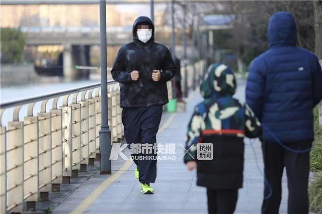 """在家用switch跳舞 杭州24岁姑娘膝盖肿成两个大!骨科、眼科、血管外科专家教你如何健康""""宅"""""""