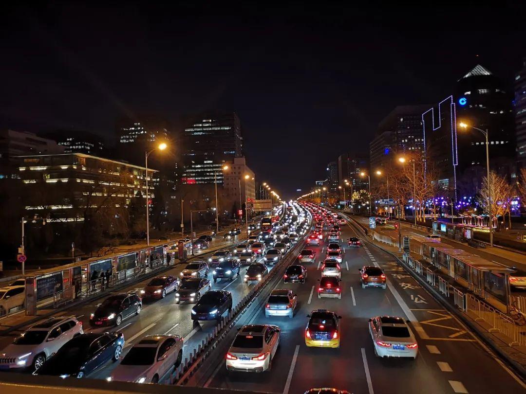 【恒行】人不堵的金融街被当当恒行网焦虑传染的CB图片