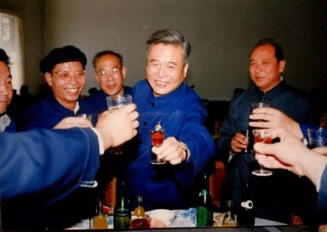中国英雄邓稼先:因研究核武器而患癌,离逝前还放心不下祖国
