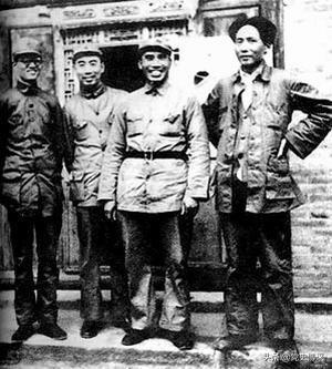 为什么说毛泽东周恩来是政治家军事家的最佳搭档