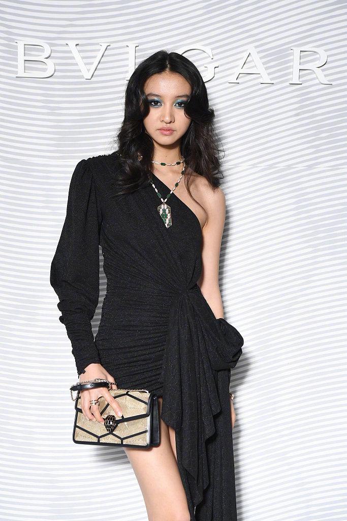 木村光希现身时装周,穿搭永远雷人,网友:有时间去提升品味吧