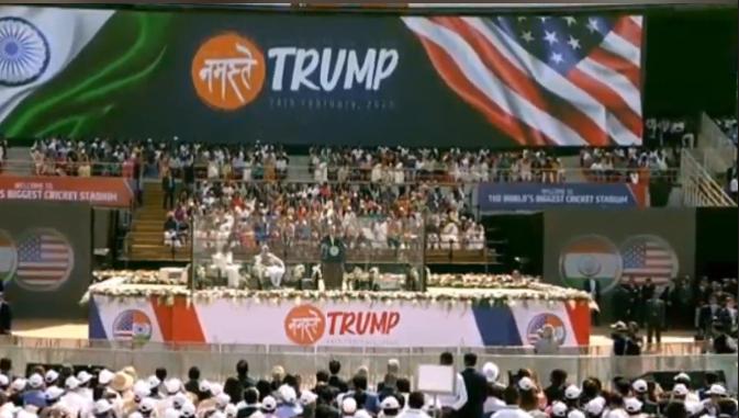 """特朗普在""""Namaste Trump""""欢迎活动演讲 图片来源:视频截图"""