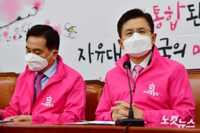 图左为韩国最大在野党党鞭沈在哲(nocutnews)
