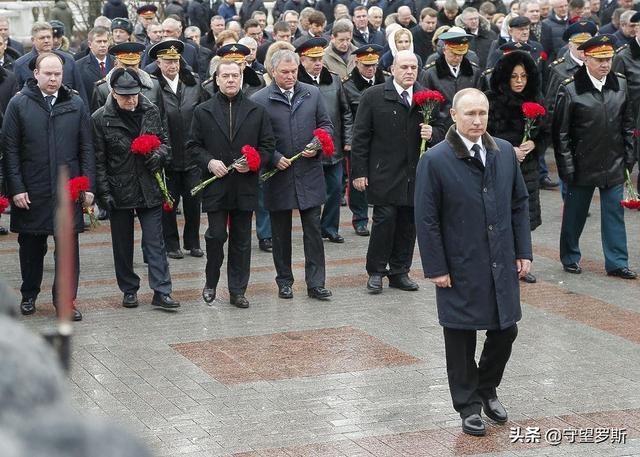 一个人的阅兵式:俄军为102岁二战老兵举办专场阅兵式