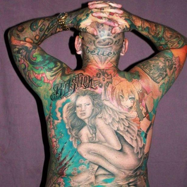 澳洲43岁父亲沉迷纹身,除隐私部全纹满,称正设计蓝鸟图案于私处