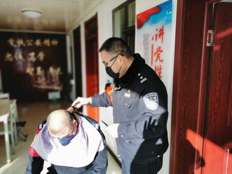 【蓝冠】位无暇剃龙头北京铁蓝冠警亮身手互助图片