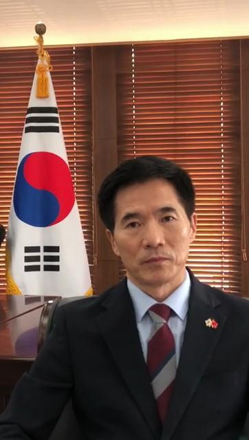 """带物资赴武汉履新的韩国总领事:""""我不是逆行,是为了韩中友好'顺行'""""图片"""