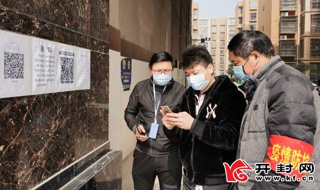 线上引导注册登记 线下帮助办理手续 杞县文广旅局执勤点帮助860名居民踏上返岗复工路