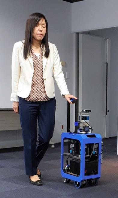 机器人行李箱利用AI为视觉障碍旅