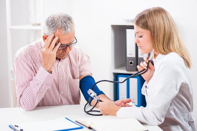 中国高血压患者高达2.7亿,医生忠告,想长寿,睡觉前坚持三不要