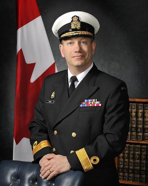 加拿大海军中将,没啥特别的业余爱好,喜欢居家陪家属