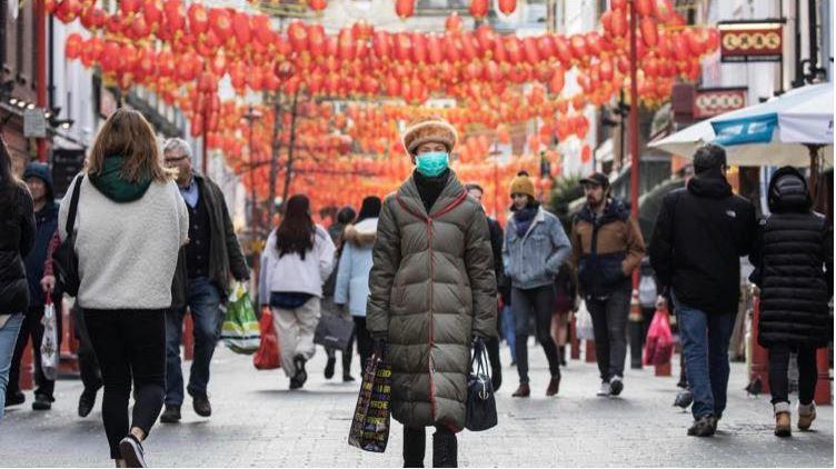 """《泰晤士报》称14%的民众会避免与""""中国外表""""的人接触?韩国女星米兰时装周被骂""""移动病毒""""掀起舆论声讨"""