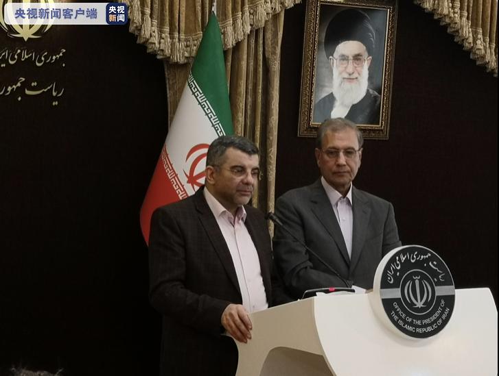 △图片:伊朗卫生部副部长哈利其(左)