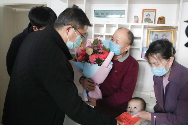 艾俊涛到盐池县调研指导疫情防控和复工复产工作 看望慰问部分援助湖北医务人员家属图片