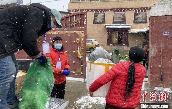 四川甘孜州:疫情下藏族群众的别样新年