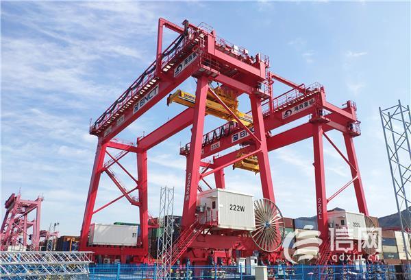 青岛海西重机2台自动化轨道吊 顺利交付韩国釜山新港