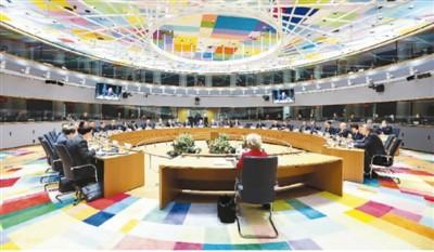 2月21日,欧盟特别峰会与会领导人在会议上磋商。 新华社发