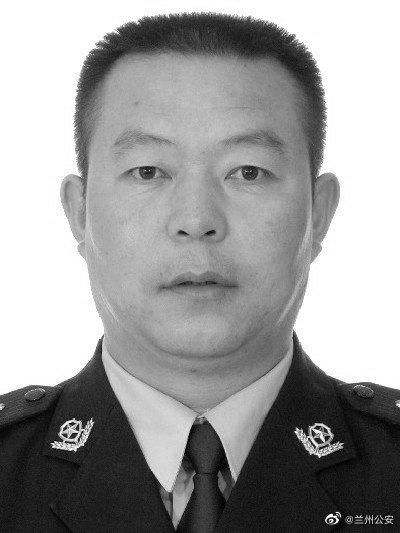 49岁兰州民警刘润庆在监所内防控疫情时突发心梗,因公牺牲图片