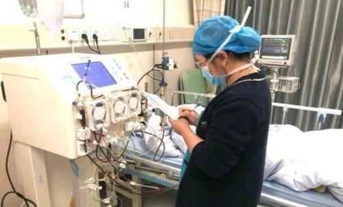 年轻妈妈产后大出血,深圳医生为她换血三次