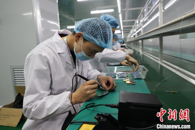甘肃首条电子测温枪生产线在张掖投产 可日产600只