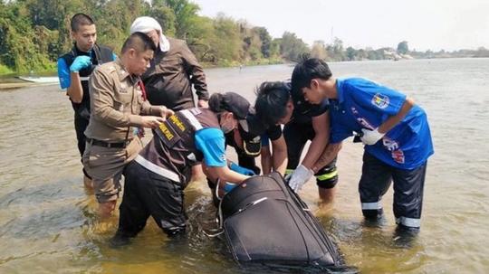 中国男子泰国被装行李箱抛尸河中:同行女子或被害,凶手疑为中国人