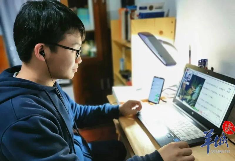 刚从西藏支教回来,他就上线做抗疫志愿者