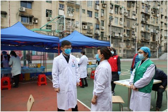 撸袖献热血助力防控狙击,湖南省肿瘤医院101人献血34140毫升