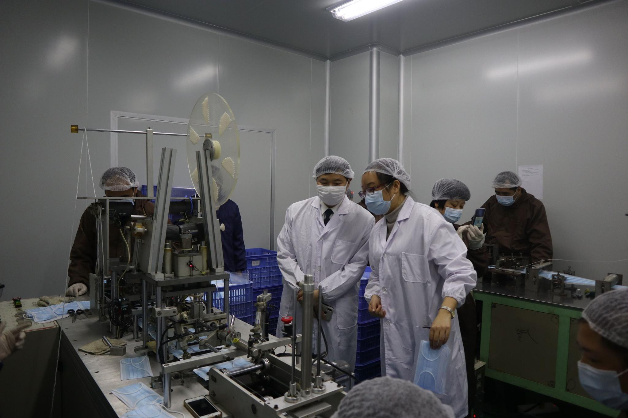 医用口罩紧缺,京沪法院联动为口罩生产企业解封账户复产图片