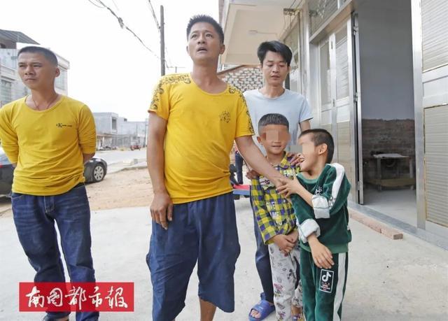 惊恐!两男童被诱骗离家20多公里,长达10个小时,记者还原事件经过