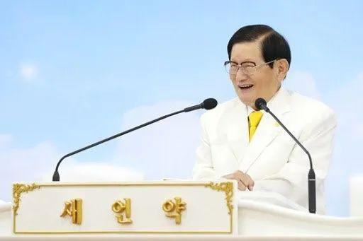 """""""新天地""""教主李万熙。图源:韩国《中央日报》"""