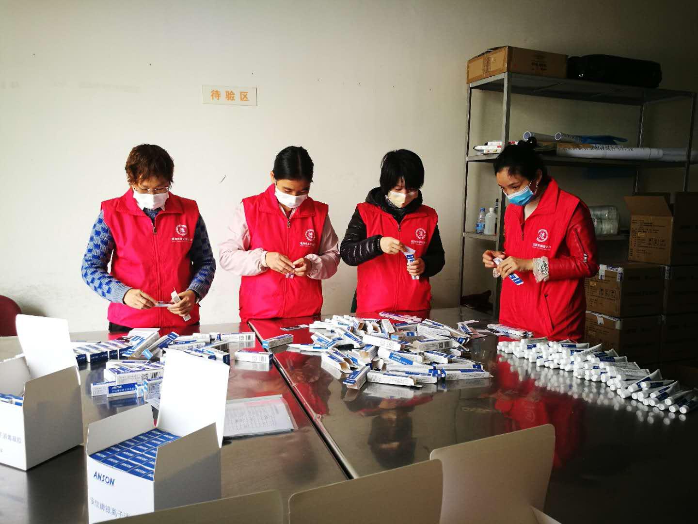 广东志愿者协助医疗物资企业复工