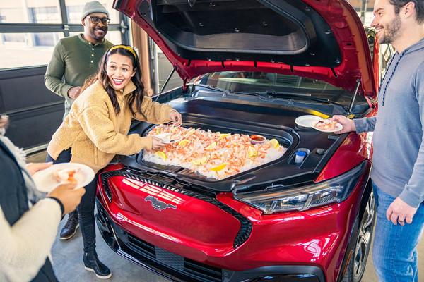 Mustang Mach-E的前备箱可以用来冷藏食品