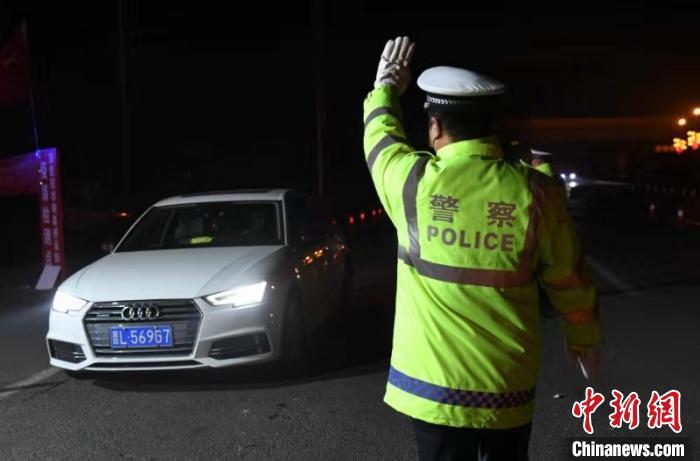 临汾市全民动员,全警出动,村村设劝返点,路路设疫情检查站。 警方供图