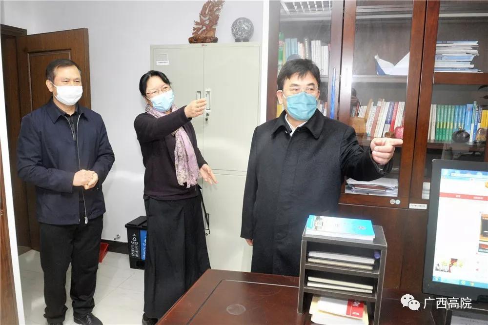 节后返岗首日 黄海龙看望高院机关干警