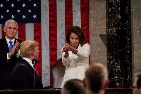 特朗普走上演讲席发表国情咨文 佩洛西试图握手遭拒绝