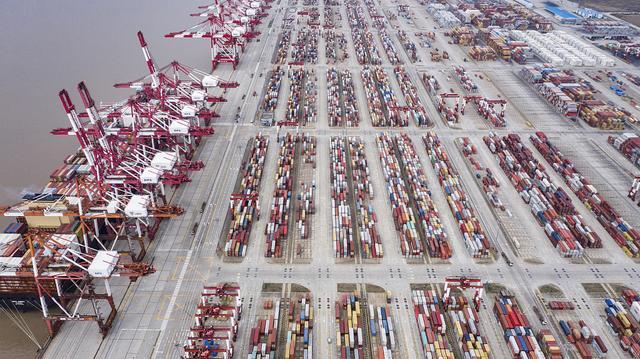 航拍洋山深水港 集装箱排列整齐有序