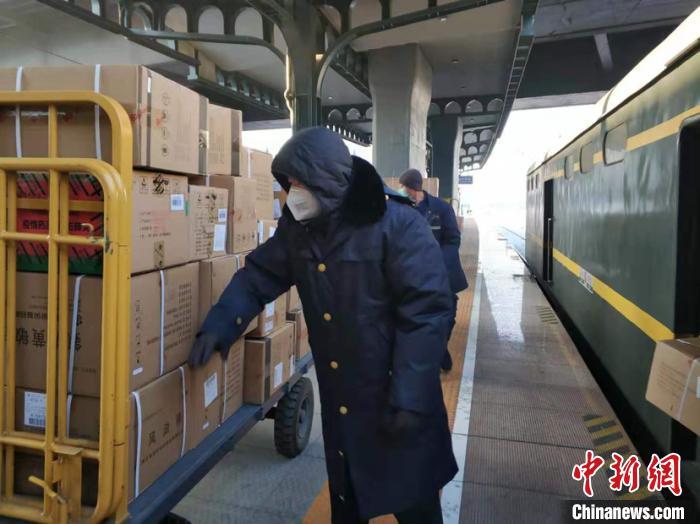 哈铁全力保障物资运输畅通 98吨