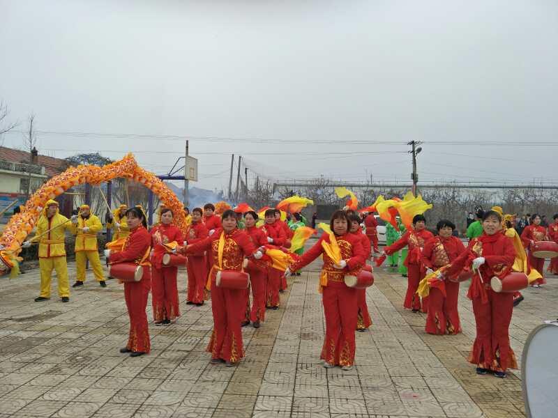 少了延续多年的闹元宵演出 北杨善村村民用剪纸度过疫情图片