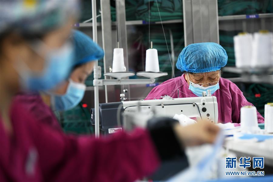 陕西西安:医护自己动手 保障口罩储备