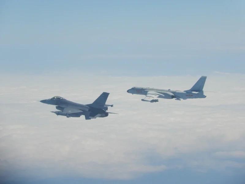 轰-6K战机挂载了KD-63空地导弹,传递出了明确的军事讯号 图源:台军
