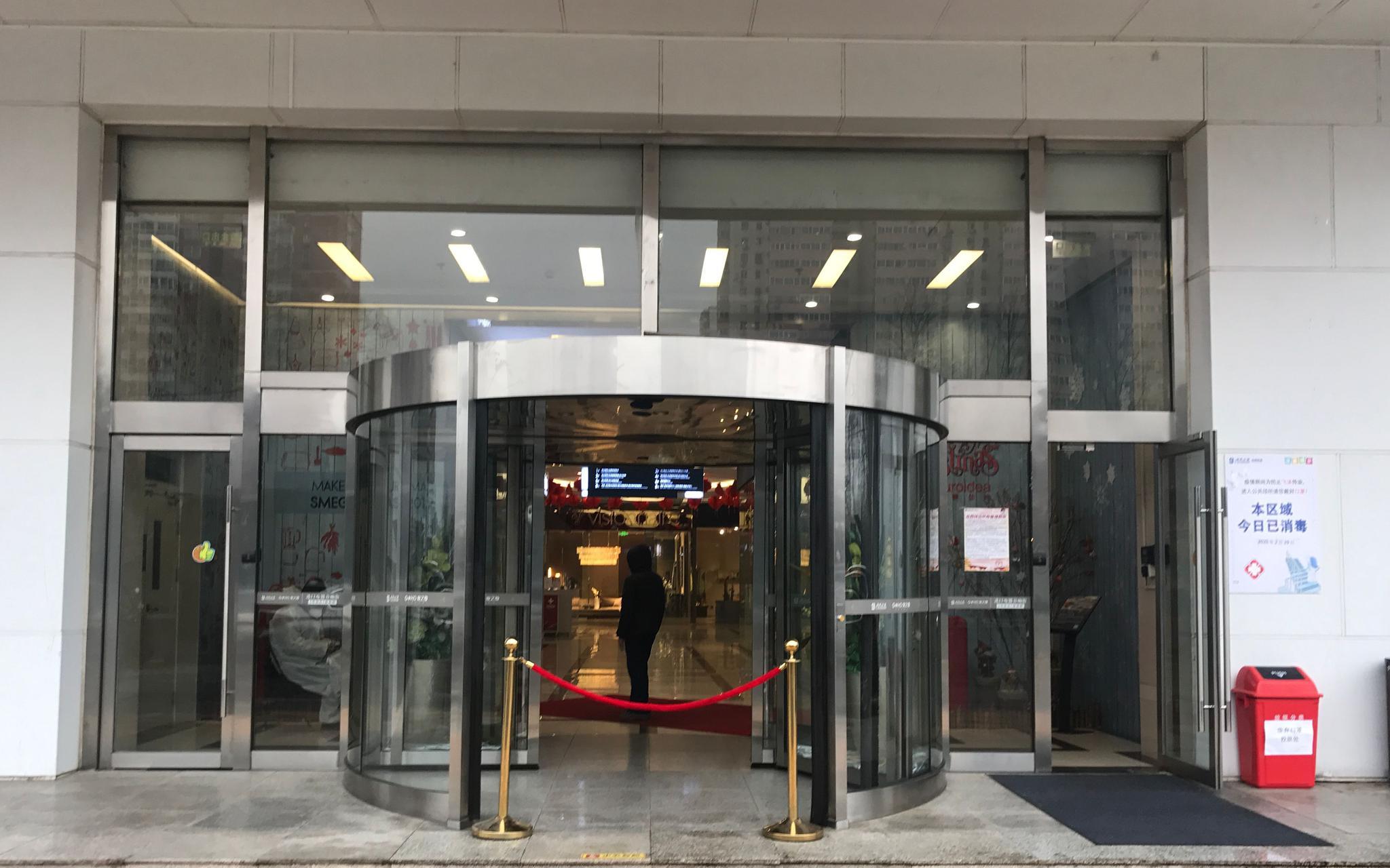 防疫探访│家居商场客流稀少,厢式电梯均已停用图片